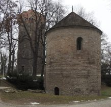 Wieża piastowska i Rotunda