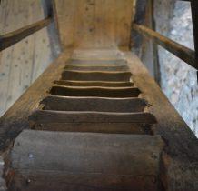 schody strome i skrzypiace