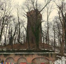 gotycka wieża zamkowa z XIV wieku