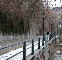 Młynówka-rów o charakterze obronnym i mury miejskie