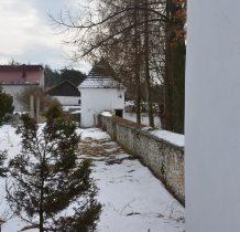 Chechło-zabytkowe ogrodzenie i baszta