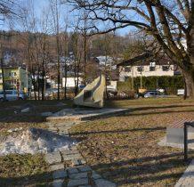 obelisk poświęcony Julianowi Ochorowiczowi