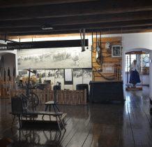 w muzeum eksponaty zwiazane z kultura i życiem górali Beskidu Ślaskiego