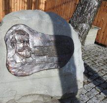obelisk w 90 rocznicę śmierci Juliana Ochorowicza-przy muzeum