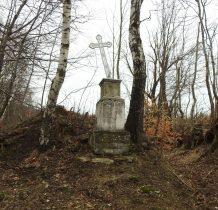 droga na Górę Oliwna prowadzi jarem-obok krzyż