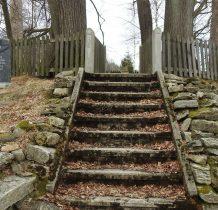 kamienne schody prowadzace do rzeźb