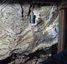 poczatkowo ekspoatowano rudę żelaza