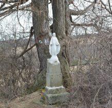 figura już współczesna-dawniej był krzyż