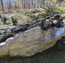 kamienie z pobliskich kamieniołomów