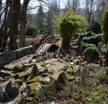 pogórkowaty teren ogrodu pozwalał na tworzenie uroczych kompozycji