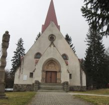 wejście do kościoła ozdobione potalem