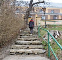 schodami kamiennymi