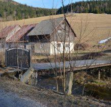 mostek z brama