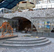 dla ruchu turystycznego jaskinię otwarto w 1983 roku