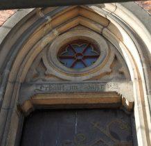 kamienny portal z tympanonem