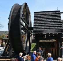 waży 3 tony i zostało zbudowane w/g średniowiecznych rycin