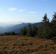 w oddali po lewej czeska ścieżka w chmurach i Trójmorski Wierch
