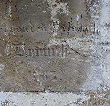 napis na tynej ścianie