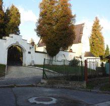 brama wjazdowa na cmentarz