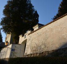 mur,brama cmentarna