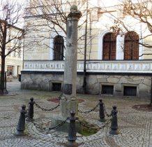 pręgierz z 1666 roku przeniesiony ze wsi Skrzynka w 1964 roku