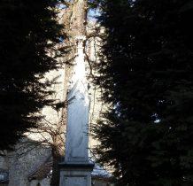 marmurowy obelisk poświęcony królewnie Mariannie Orańskiej z 1866 roku