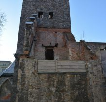 mijamy ruiny kościółka