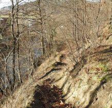 ścieżka do jaskini
