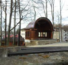 muszla koncertowa z 1920 roku powstała w miejscu dawnej altany parkowej