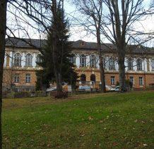"""zbudowany w 1900 roku jako """"Nowy Wojskowy Zakład Kuracyjny"""""""