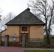 Przedwojewo-drewniany kościółek z XVIII wieku