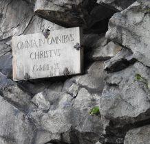 """przed bitwa umieścił  tablicę""""wszystkim we wszystkim jest Chrystus"""""""