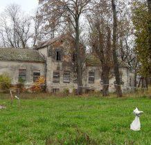Unikowo-dwór z XIX wieku
