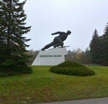 Uniszki Zawadzkie-pomnik wystawiony dla upamiętnienia bohaterskich obrońców