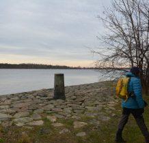 kamienne umocnienia brzegu przekopu Wisły