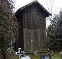 drewniana dzwonnica pochodzi z XVIII wieku