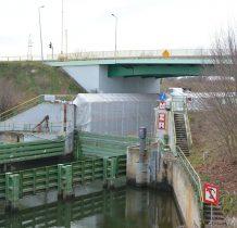 przy zamkniętym moście 9.2 metra wysokość