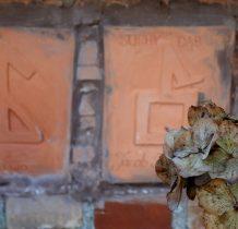 tabliczki na murze-gmerek-znak osobisty i rodzinny