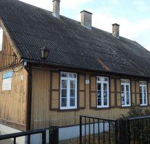 Tujsk-zbytkowy budynek biblioteki
