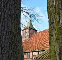 na wieży dzwon z 1847 roku -powstał z przetopienia starego z 1591 roku