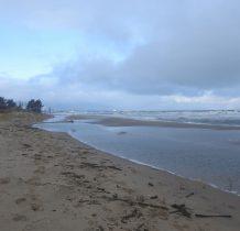 po lewej za wydmami jezioro Ptasi Raj