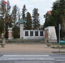 """pomnik """"Ściana Straceń"""" odsłonięty w 1958 roku"""