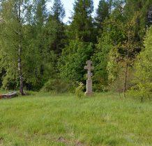 kamienny krzyż na skraju wioski