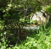 mostkiem nad potokiem