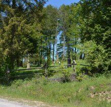 naprzeciw zabytkowy cmentarz łemkowski
