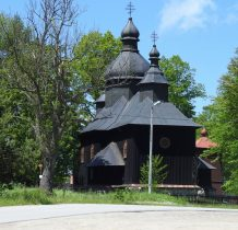 i parkujemy wreszcie w okolicy cerkwi w Krzywej