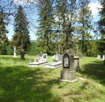 poniżej cerkwi stary cmentarz parafialny