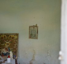 na ścianach