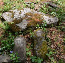 na cmentarzu pochowano 60 żołnierzy