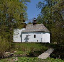 Drewniana kładka do cerkwi